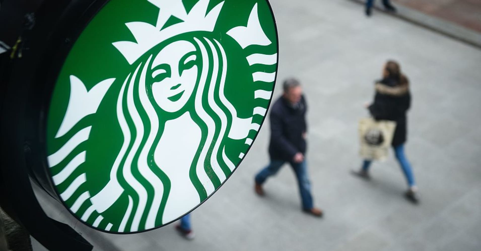 Starbucks shares crater after a poor forecast causes Wall Street analysts to bail
