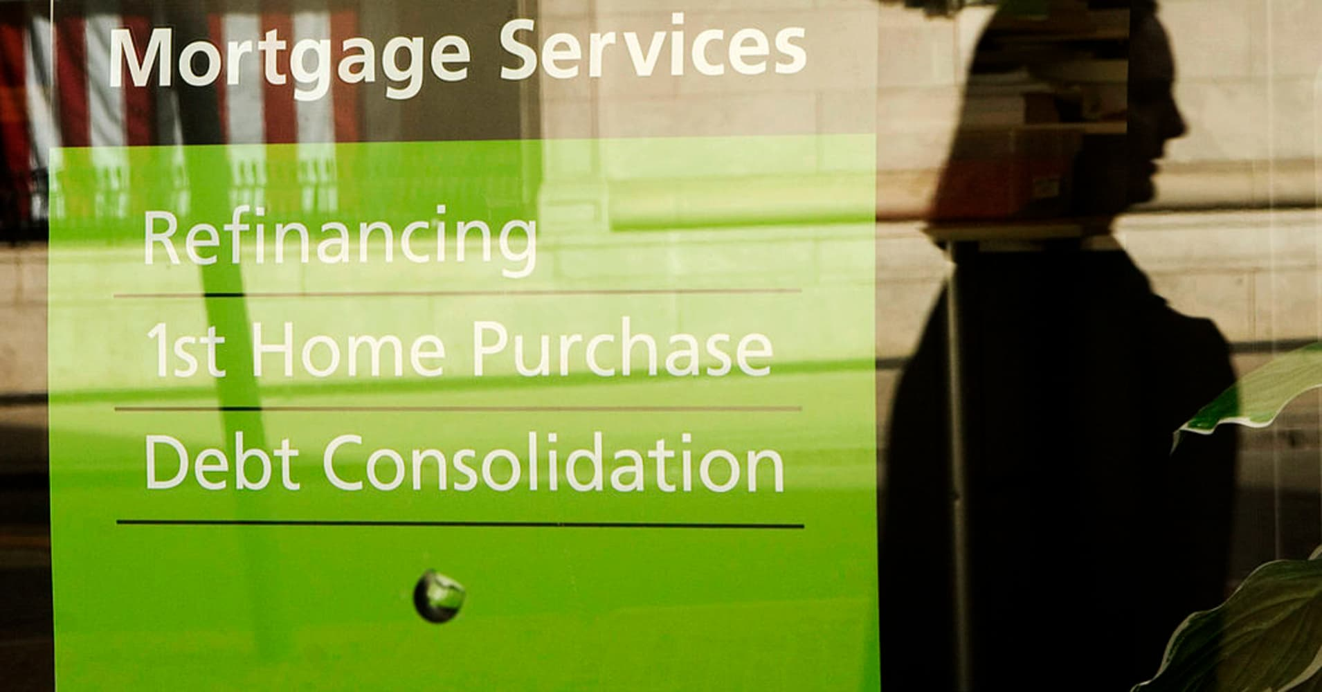 Mortgage rates hit their highest point since last month in a 'threatening' move