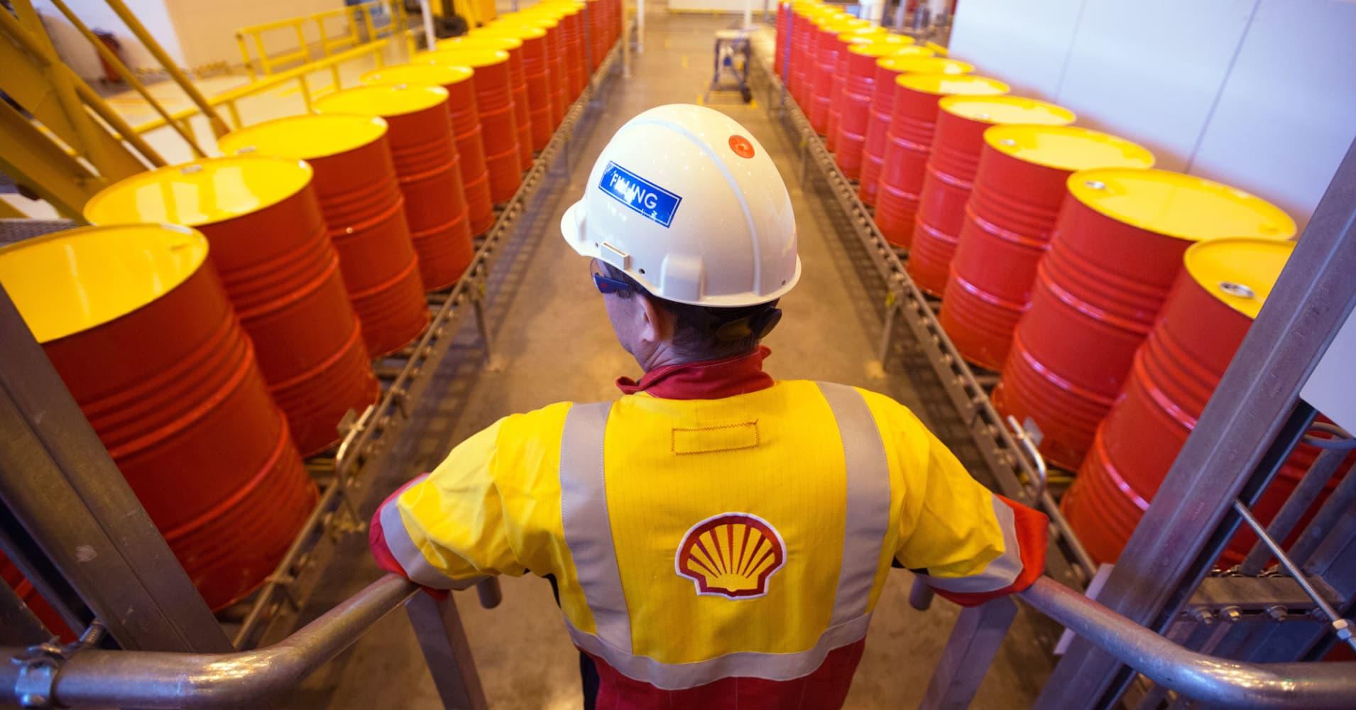 Shell earnings surge as oil...