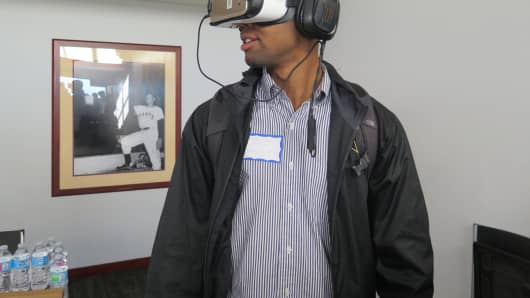 Michael, a student at Vanderbilt and intern at FSG consulting, trying out VR equipment at Internapalooza.