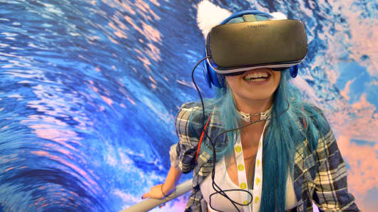 A volunteer experiences the Samsung Gear VR