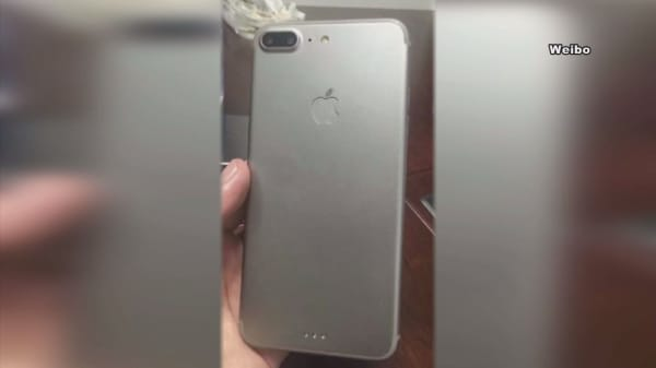 Leaked photos of iPhone 7 Plus show this button missing