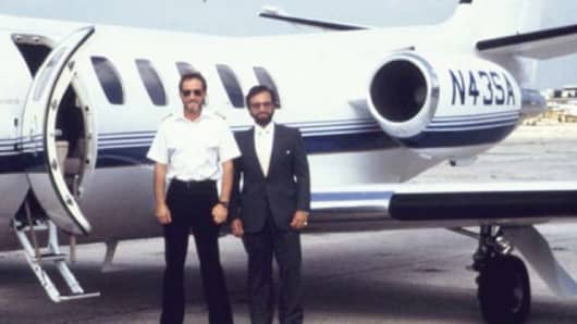 Former federal agent Robert Mazur (right) shown here with a pilot