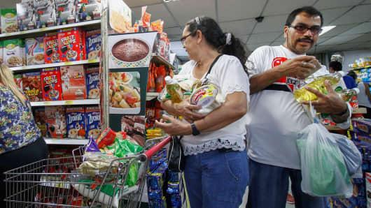 Venezuelans shop for groceries at a supermarket in Cucuta, Norte de Santander department, Colombia on July 10, 2016.