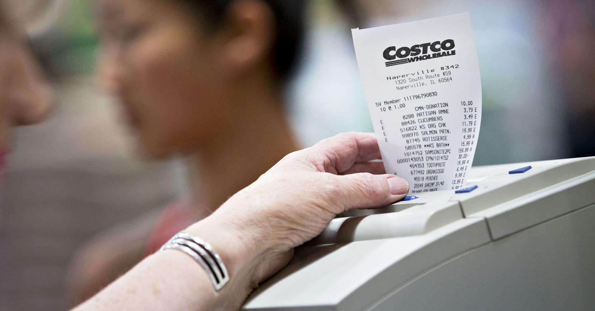 us retail sales rose 0 6  in june vs  0 1  increase expected
