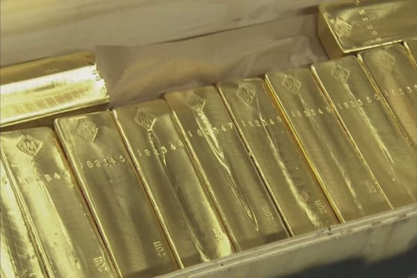 Spot gold falls on revived risk appetite