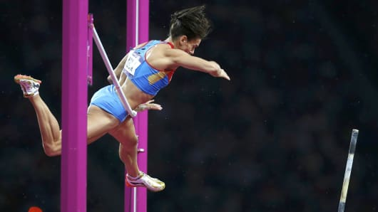 Russia's Yelena Isinbayeva fails to clear the bar in the women's pole vault final during the London 2012 Olympic Games at the Olympic Stadium August 6, 2012.