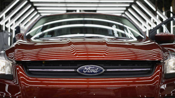 A Ford Escape sports utility vehicle (SUV) undergoes final inspection during production at the Ford Motor Co. assembly plant in Louisville, Kentucky, U.S., on Tuesday, April 28, 2015.