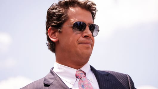 Milo Yiannopoulos drops his lawsuit against Simon and Schuster