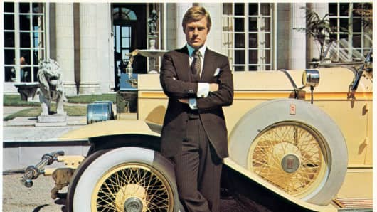 Robert Redford leaning against luxurious car in a scene from the film 'The Great Gatsby', 1974.