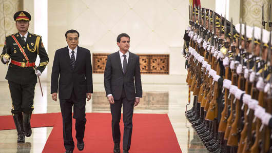 Manuel Valls with Li Keqiang at the Great Hall of the People in Beijing on January 29, 2015.