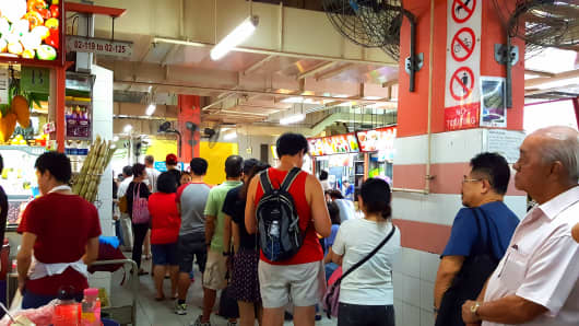 Dozens of customers queued outside the Hong Kong Soya Sauce Chicken Rice and Noodle stall on July 22 in order to taste the award-winning food.