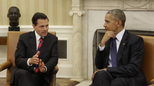 President Barack Obama(R) meets with Mexican President Enrique Pena Nieto in the Oval Office of the White House in Washington, DC on July 22, 2016.