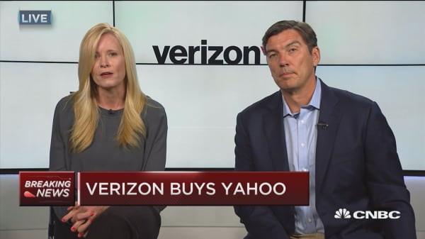 Yahoo shares halted on Verizon news