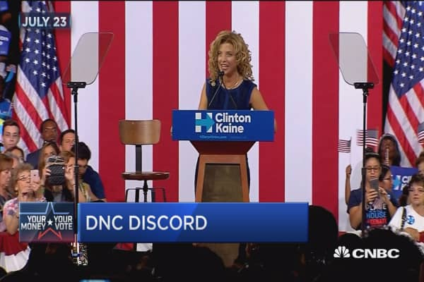 Email controversy casts shadow over DNC kick-off