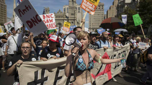 Protesters demonstrate at the 'March For Bernie' ahead of the Democratic National Convention (DNC) in Philadelphia, U.S., on Sunday, July 24, 2016.