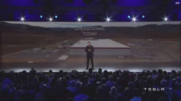 Tesla scrambles to finish 'gigafactory'