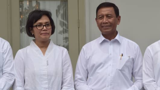 Finance Minister Sri Mulyani (L) and Seurity Minister Wiranto (R) pose together at the presidential palace in Jakarta on July 27, 2016.