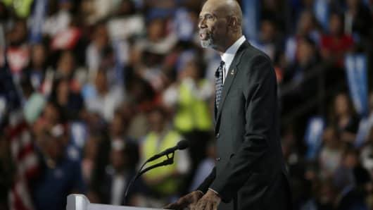 Kareem Abdul-Jabbar speaks at the Democratic National Convention in Philadelphia, Pennsylvania, U.S. July 28, 2016.