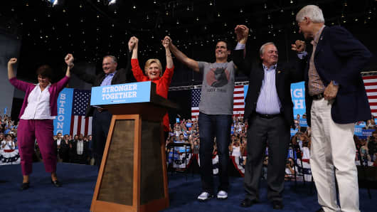 Mark Cuban on stage with Democratic presidential nominee former Secretary of State Hillary Clinton and former U.S. president Bill Clinton take a tour before a campaign rally on July 30, 2016 in Pittsburgh, Pennsylvania.