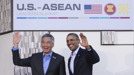 U.S. President Barack Obama poses with Singapore's Prime Minister Lee Hsien Loong upon arrival at Sunnylands estate for a meeting of the Association of Southeast Asian Nations (ASEAN) on February 15, 2016.