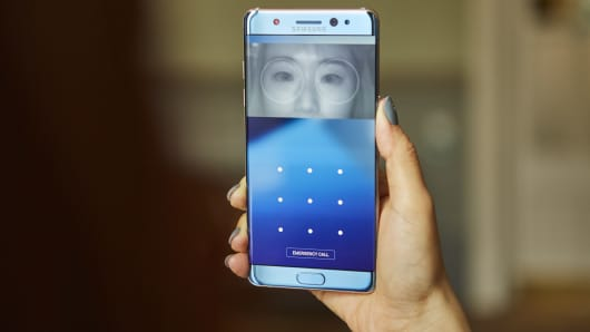 The Galaxy Note 7 can scan a person's eyes to unlock the phone.