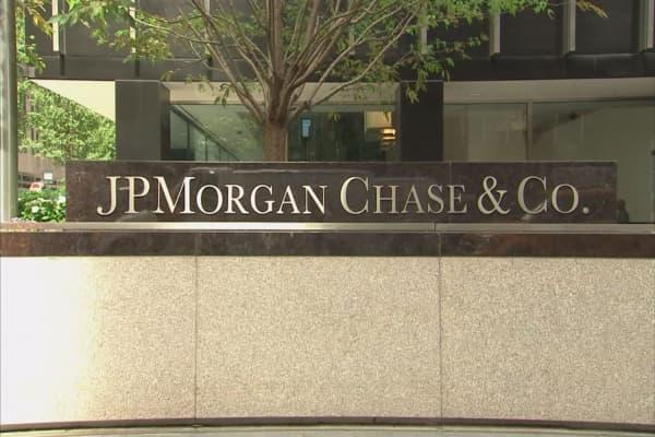 JPMorgan Chase still minding its wallet