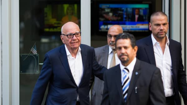 Rupert Murdoch (L) leaves the News Corporation building with his son Lachlan Murdoch (R) on July 21, 2016 in New York City.
