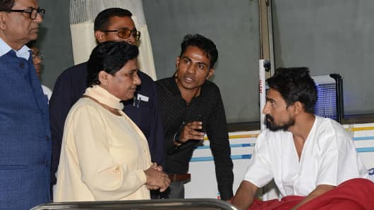 The chief of the BSP, Mayawati (second from left), meets with a Dalit youth who was beaten by the Gau Rakshaks (Cow Protectors).