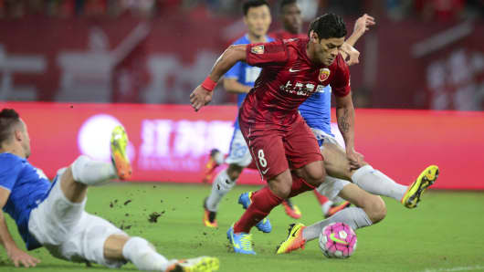 Hulk #8 of Shanghai SIPG is challenged by Henan Jianye players during a Chinese Super League match on July 10, 2016 in Shanghai, China.