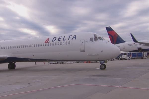 Experts say Delta's $200 voucher not enough for some