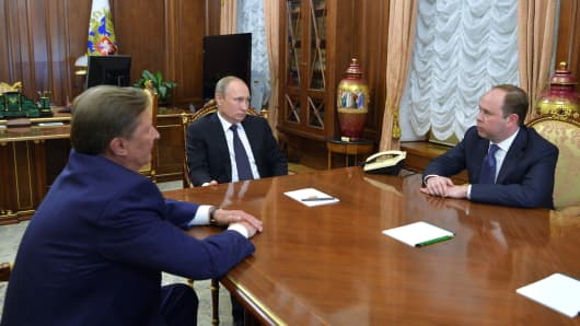 Russian President Vladimir Putin (C) meets with his special representative on questions of ecology and transport Sergei Ivanov (L) and newly appointed head of the Kremlin administration Anton Vaino at the Kremlin in Moscow, August 12, 2016.