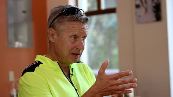 Libertarian presisdential candidate Gary Johnson speaks with John Harwood