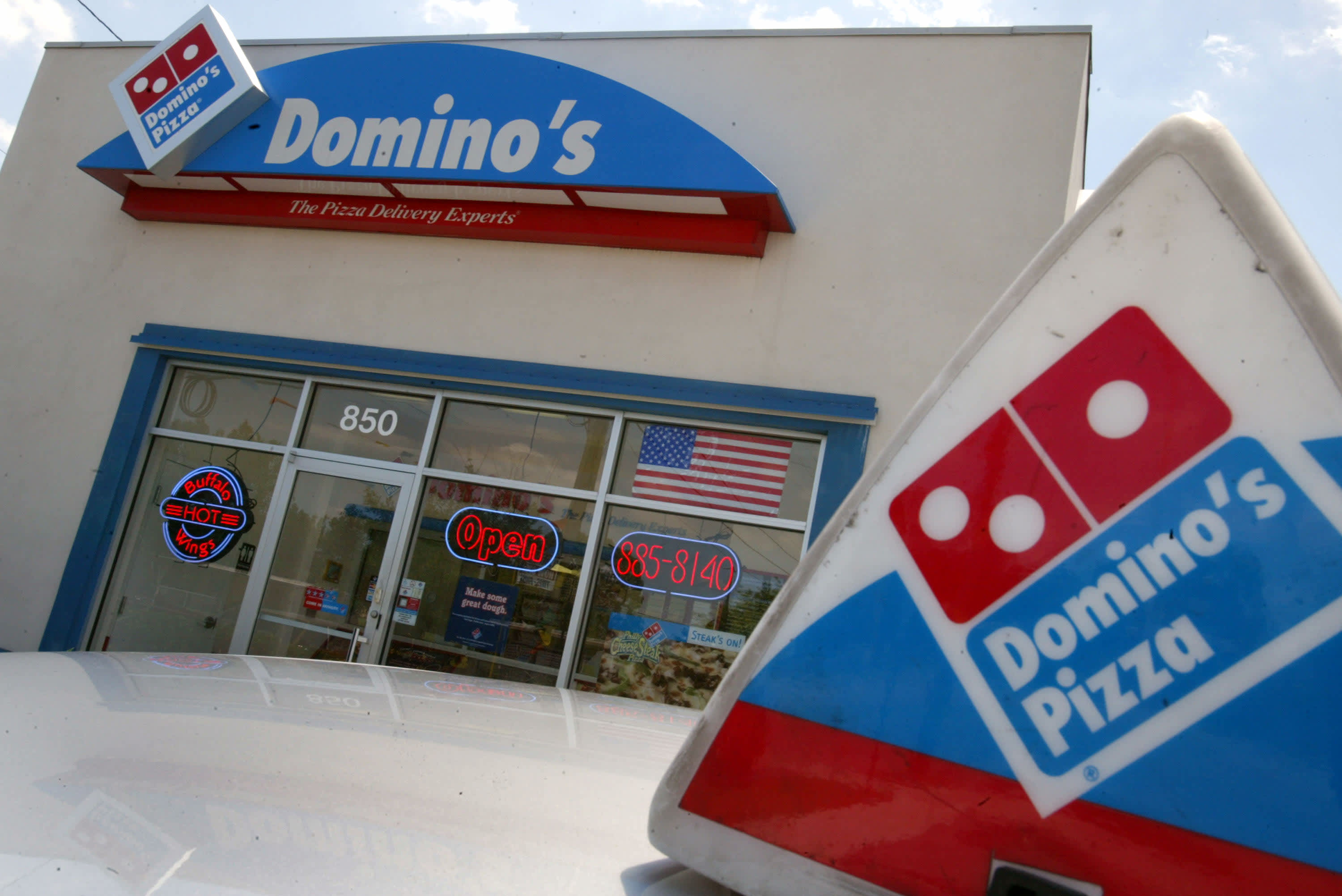 Papa Johns Sales Are Up For Grabs Dominos Emerges As Early Winner