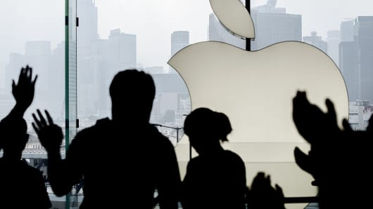 Apple Store, celebration, silhouette
