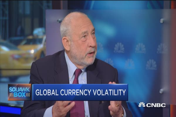 EU will stay together if euro doesn't tear them apart: Stiglitz