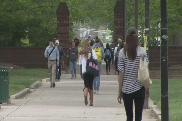 Colleges offering a free year to encourage graduation