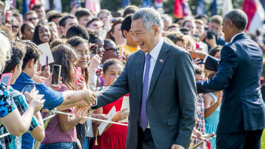 Singapore Prime Minister Lee Hsien Loong greets guests during an official visit to the White House on August 2, 2016.