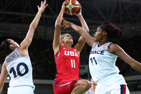 Elena Delle Donne of the United States shoots against two players of France during a Women's Semifinal Basketball game at the Rio 2016 Olympic Games, August 18, 2016 in Rio de Janeiro.