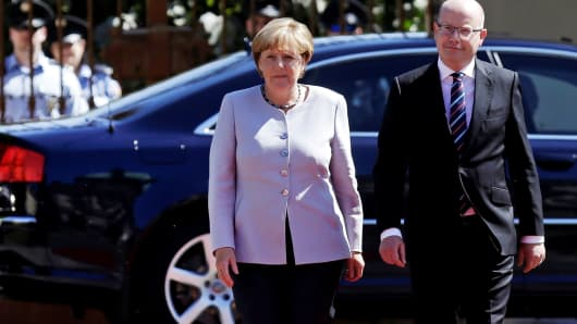 Czech Republic's Prime Minister Bohuslav Sobotka welcomes German Chancellor Angela Merkel at the government headquarters in Prague, Czech Republic August 25, 2016.
