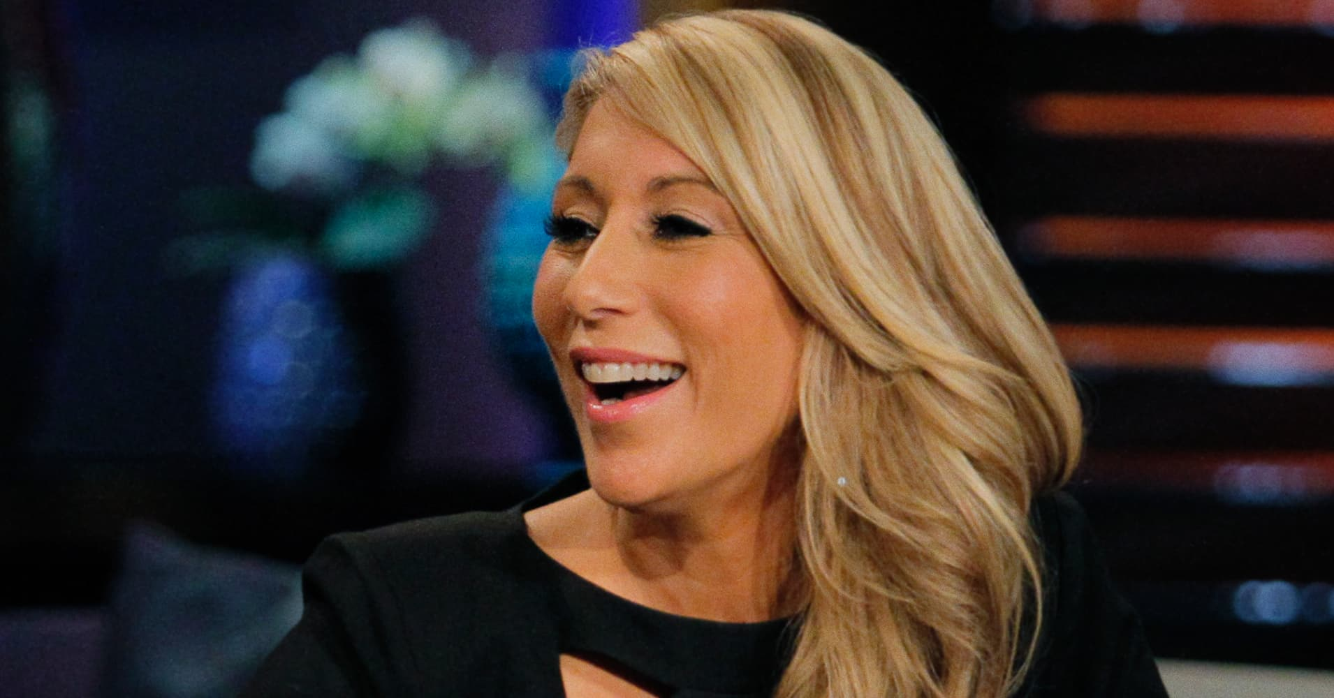 lori greiner single Shark tank investor lori greiner started with a single invention, an earring holder, in 1997 and grew it into a multimillion-dollar family of businesses with products on qvc and in the world's biggest retailers on her path to more than 400 inventions and 120 patents, she tells business insider.