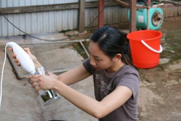 Bernice Huang, an intern Scharpf first brought to Rwanda with her in 2008, blending materials to test their absorbency.