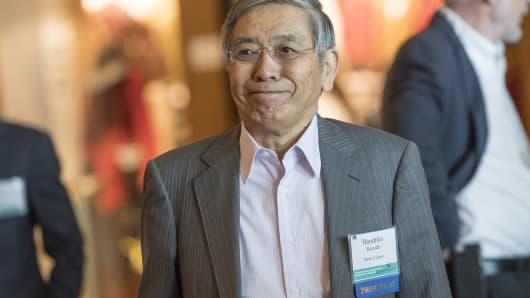 Bank of Japan Governor Haruhiko Kuroda arrives for a welcome dinner at Jackson Hole economic symposium in Wyoming on August 25.