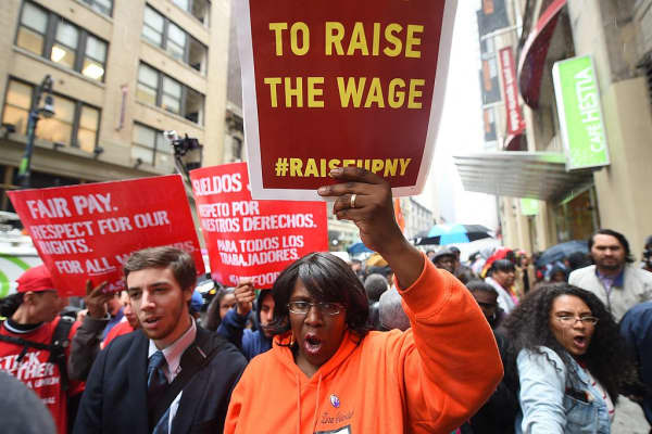 Workers protest in favor of higher wages