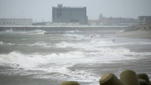Waves beat against the seashore in Ishinomaki, Miyagi prefecture, on August 30, 2016 as Typhoon Lionrock makes its course towards northeastern Japan.