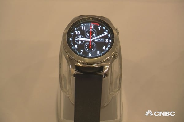 Samsung launches new smart watch
