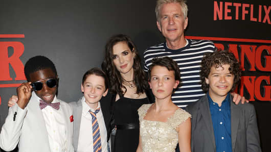 (L-R) Actors Caleb McLaughlin, Noah Schnapp, Winona Ryder, Millie Bobby Brown, Matthew Modine and Gaten Matarazzo attend the premiere of 'Stranger Things' at Mack Sennett Studios on July 11, 2016 in Los Angeles, California.