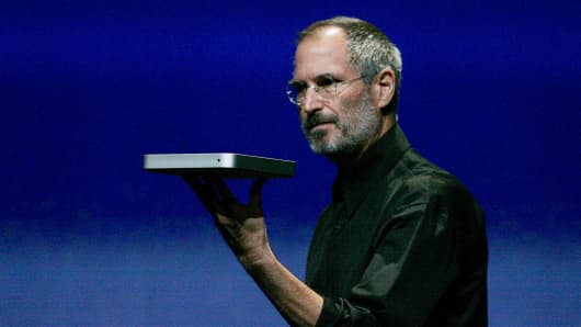 Apple Computer Inc. Chief Executive Officer Steve Jobs unveils the company's new iTV during a news conference in San Francisco, California on Tuesday, September 12, 2006.