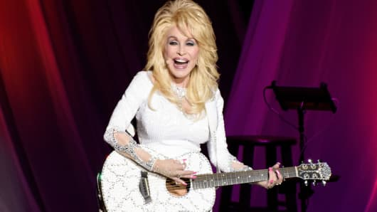Dolly Parton performs on August 7, 2016 in Chicago, Illinois.