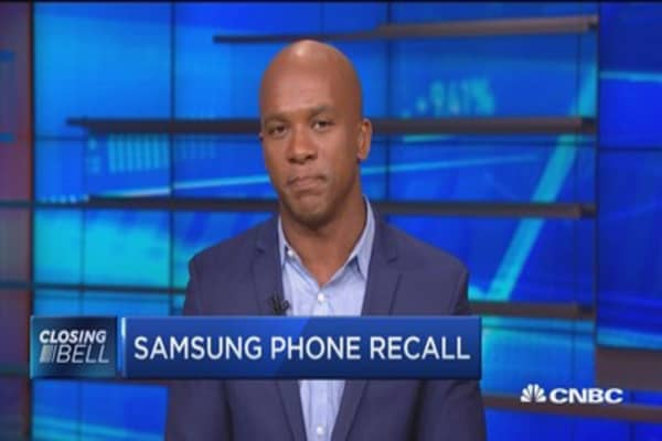 Samsung feels the heat with phone recall